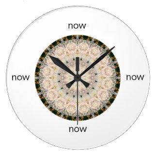 """Relógio Grande Mandala cinzenta & cor-de-rosa da peônia """"agora """""""