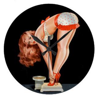 Relógio Grande Menina retro engraçada do pinup em uma escala do