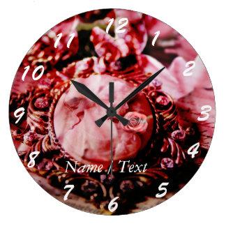 Relógio Grande Mulher do vintage no colar da pérola