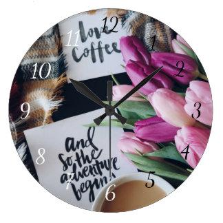 Relógio Grande O café do amor e assim a aventura começa o pulso