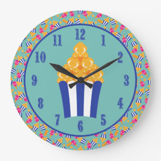 Relógio Grande O circo colorido trata a pipoca dos amendoins do