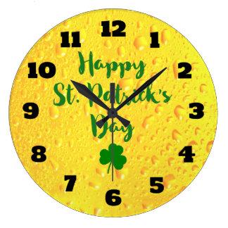 Relógio Grande O dia de St Patrick - trevo em um contexto da
