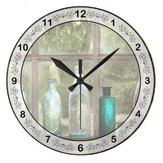 Relógio Grande Passatempo - garrafas - é toda sobre o vidro