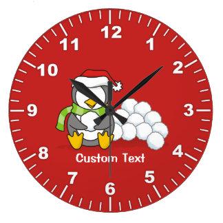 Relógio Grande Pinguim do Natal que senta-se com bolas da neve