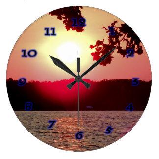 Relógio Grande Por do sol no lago