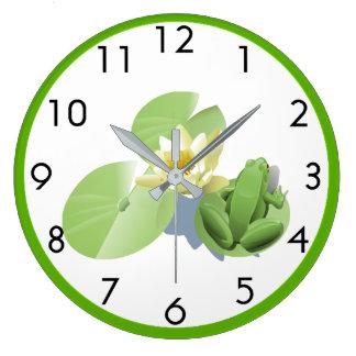 Relógio Grande Pouco sapo verde que senta-se em uma almofada de