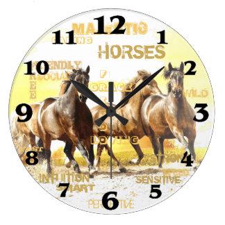Relógio Grande Pulso de disparo de parede redondo dos cavalos