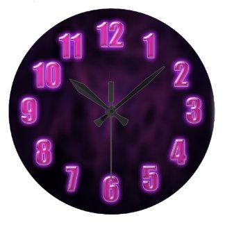 Relógio Grande Roxo escuro com números de néon de incandescência