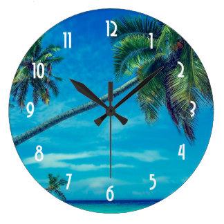 Relógio Grande Sandy Beach branco com palmas de coco