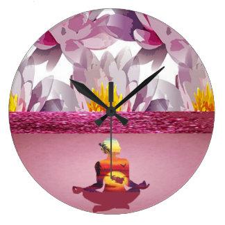 Relógio Grande Senhora da meditação das flores de Lotus