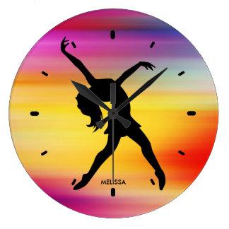 Relógio Grande Silhueta preta do dançarino no fundo abstrato