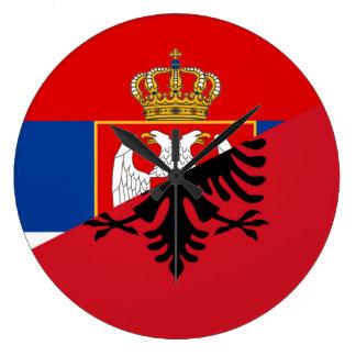 Relógio Grande símbolo do país da bandeira de serbia Albânia meio