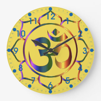 Relógio Grande Símbolo floral metálico do OM com números azuis