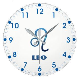 Relógio Grande Sinal azul do zodíaco de Leo no branco
