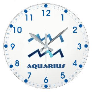 Relógio Grande Sinal azul do zodíaco do Aquário no branco