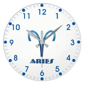 Relógio Grande Sinal azul do zodíaco do Aries no branco