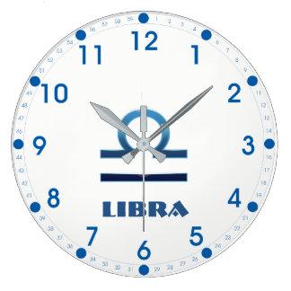 Relógio Grande Sinal azul do zodíaco do Libra no branco