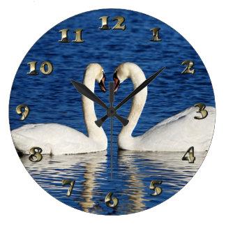 Relógio Grande Sinal branco do coração do formulário de duas