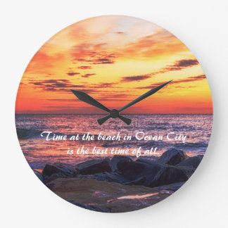 Relógio Grande Tempo na praia no pulso de disparo de parede da