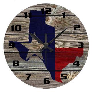 Relógio Grande Texas rústico na vista autêntica de madeira