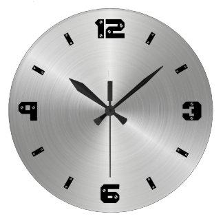 Relógio Grande Textura brilhante do metal, números com cabeças do