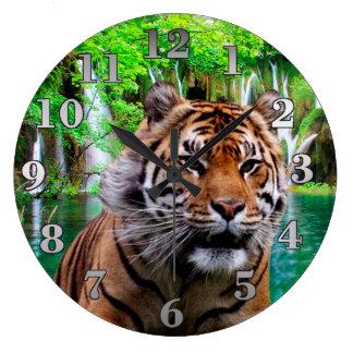 Relógio Grande Tigre e cachoeira