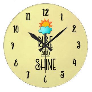 Relógio Grande Tipografia da elevação e do brilho com Sun e nuvem