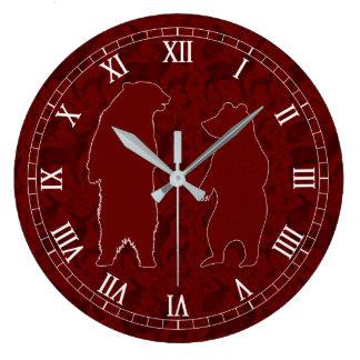 Relógio Grande Um casal do urso da floresta no brilho vermelho