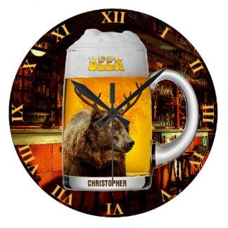 Relógio Grande Urso com o proprietário do bar da caneca de
