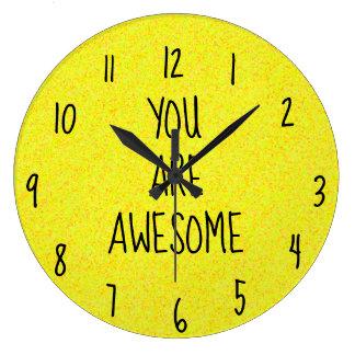 Relógio Grande VOCÊ ESTÁ feliz amarelo brilhante do divertimento