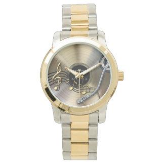 relógio gravado ouro do bracelete do dois-tom