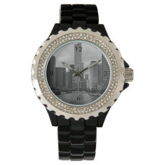 Relógio Grayscale de Chicago River da torre do trunfo