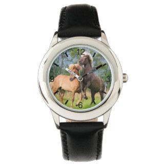 Relógio Jogo engraçado dos cavalos islandêses que eleva -