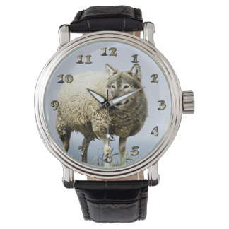 Relógio Lobo na roupa dos carneiros