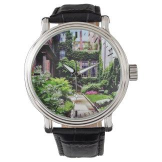 Relógio MÃES de Boston - jardim escondido