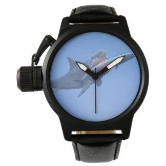 Relógio Megalodon que come uma baleia