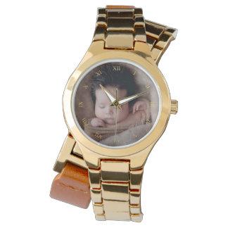 Relógio Numerais romanos do ouro do falso & foto feita sob