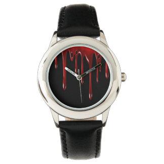 Relógio O sangue de Falln goteja o preto
