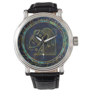 Relógio Olmo do ouro do zodíaco do Aquário na constelação