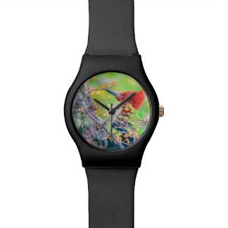 Relógio Pica-pau na floresta que Pecking a árvore