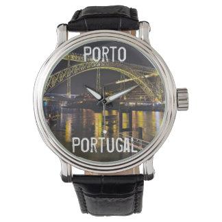 Relógio Porto - Portugal. Cena da noite perto do rio de