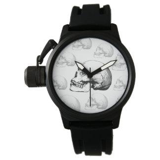 Relógio preto e branco do crânio do vintage