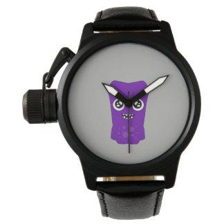 Relógio preto feito sob encomenda do couro do