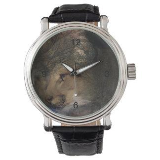 Relógio Puma selvagem do leão de montanha da silhueta da