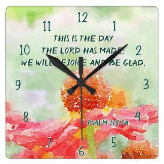 Relógio Quadrado 118:24 do salmo este é o dia, flores da aguarela
