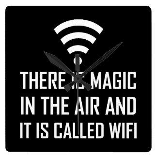 Relógio Quadrado A mágica no ar é Wifi