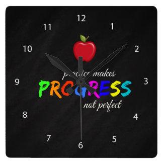 Relógio Quadrado A prática faz o progresso