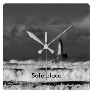 Relógio Quadrado A tempestade no Mar do Norte