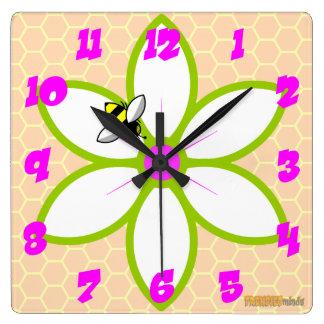 Relógio Quadrado Abelha no pulso de disparo da flor