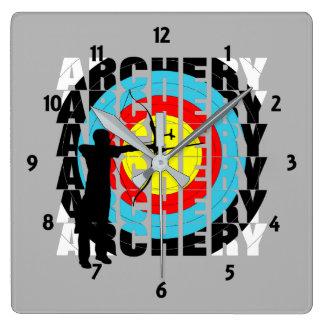 Relógio Quadrado Arqueiros legal da tipografia do esporte do tiro